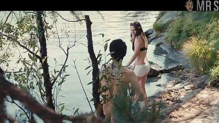 Sundown superstar Kristen Stewart flashing her half naked body